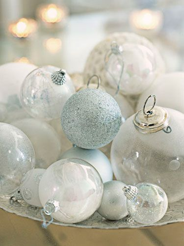 Holiday-Party-Tips-displayed-ornaments-0112-4ziygR-lgn