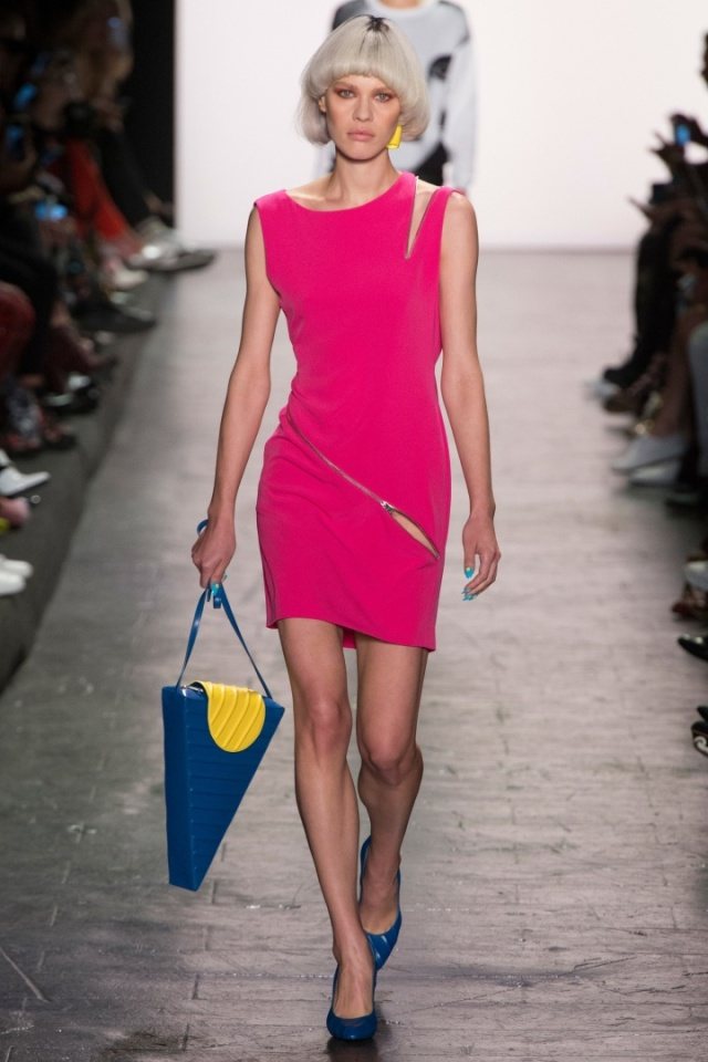 jeremy-scott-spring-2017-hot-pink-dress-nyfw-alessandraschmidt